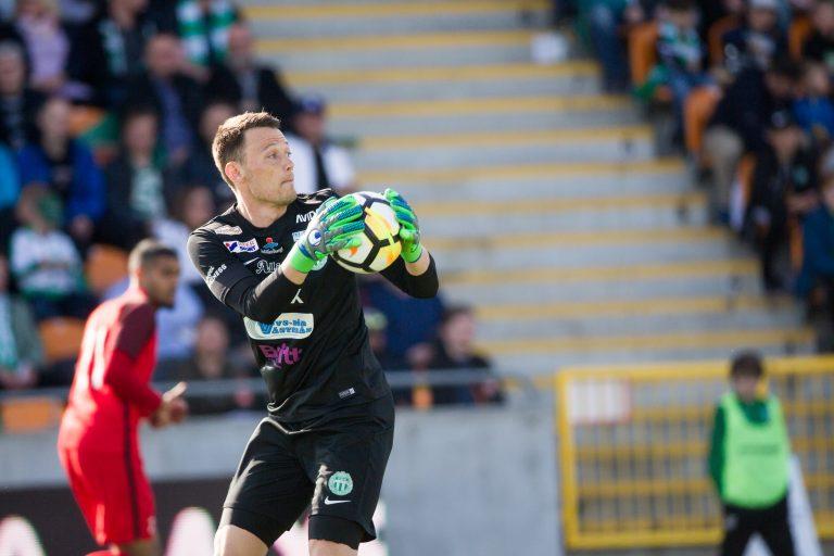 Två seriematcher är spelade och VSK Fotbolls nye förstemålvakt Anton  Fagerström är nöjd över försvarsspelet såhär långt. – Det viktigaste är att  laget går ... 99e89115891cd